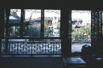 Inner scene of Chinese duck's hall and Guanyun Feng outside the hall(Liu Yuan)